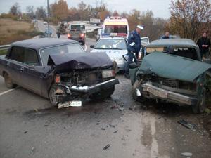 На Фирсановском шоссе разбились две машины