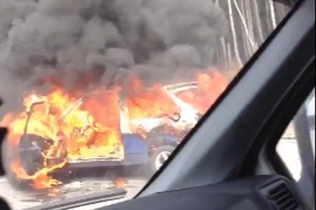 На Новой Ленинградке у поворота к Зеленограду сгорел автомобиль