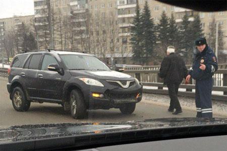 Водитель внедорожника пострадал при столкновении с отбойником на «старом мосту»