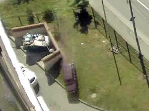 85-летний водитель вылетел с дороги во двор дома