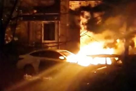 Ночью в 1-м микрорайоне сгорели две машины