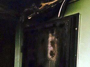 В 8-м микрорайоне подожгли дверь квартиры