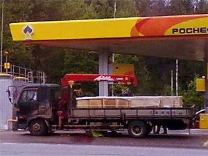 На АЗС грузовик задавил пешехода