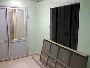 В домах-«башнях» размуровывают входы в лифты