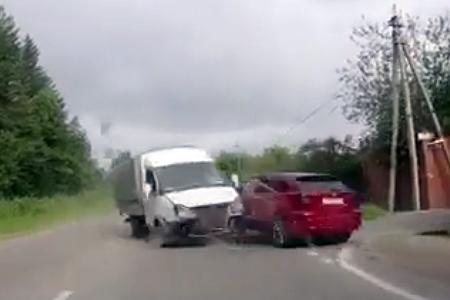 Обочечник устроил на Пятницком шоссе аварию с двумя «перевертышами»