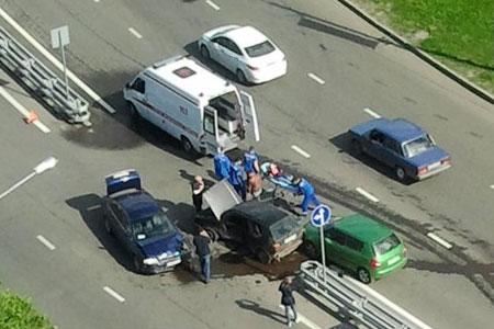 Автоледи тяжело пострадала в аварии с тремя машинами на улице Логвиненко