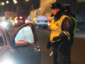 Автоинспекторы 40 минут уговаривали нарушителя выйти из машины