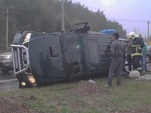 Внедорожник перевернулся после столкновения с автокраном