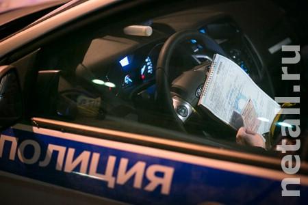 Выехавший на встречку водитель пытался откупиться от «гаишников» за 1500 рублей