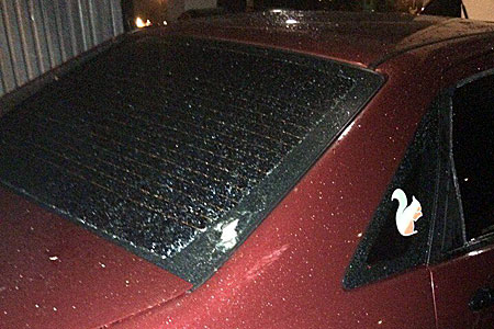 Упавший с «Флейты» кусок бетона пробил стекло припаркованного автомобиля