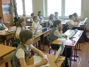 Педагога наказали за эвакуацию детей из школы без зимней одежды