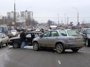На Логвиненко столкнулись «Лексус» и ВАЗ