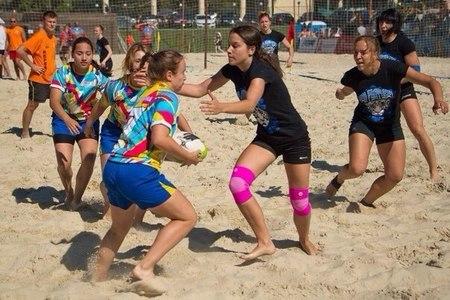 Спортшкола №111 набирает девушек в секцию регби-7