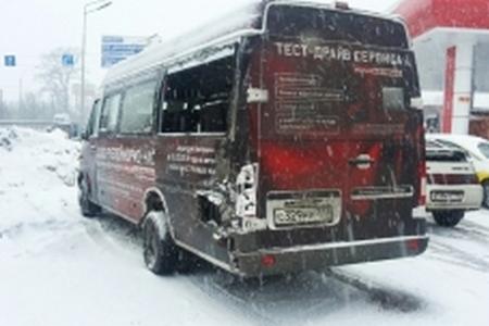 В Черной Грязи маршрутка столкнулась с грузовиком