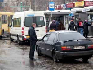 300 нарушений выявлено в ходе рейда по таксистам-нелегалам