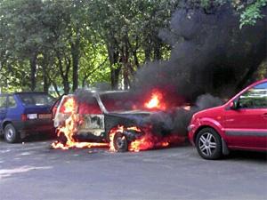 Хулиганы дважды поджигали одну и ту же машину