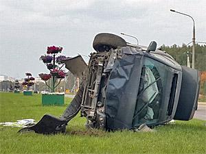 На Кутузовском шоссе перевернулся автомобиль