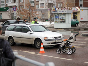 18-летний водитель наехал на женщину с коляской