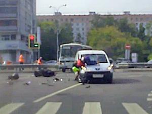 У площади Юности разбился мотоциклист