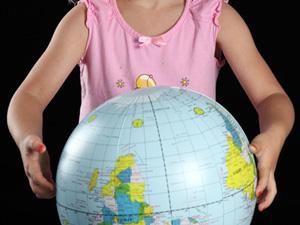 Префектура подарит глобусы абхазским школьникам