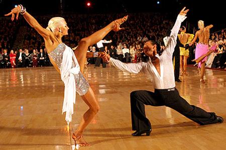В клубе «Данс-Мастер» научат танцевать самбу и фокстрот