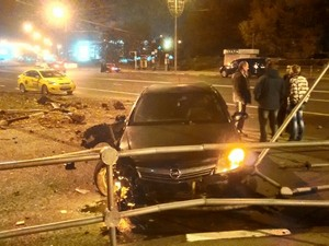 Таинственный угонщик разбил машину на Панфиловском проспекте