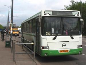 Пассажиров будут предупреждать о задержке автобусов №400