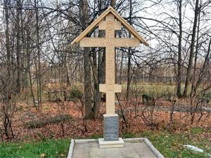 У Никольского храма установили памятный крест жертвам антицерковных репрессий