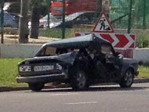 Автобус с рабочими протаранил машину у Крюковской эстакады