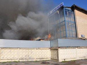 В Менделеево горит автопарк
