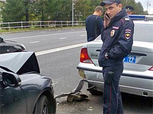 Легковушка протаранила стоявший на месте ДТП полицейский автомобиль