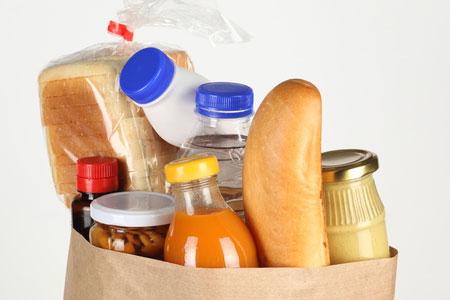 Сосед-помощник украл у пенсионерки сумки с продуктами
