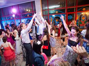 Школьники отметят выпускной в Парке Горького, «Крокус Сити Холле» и на ВДНХ