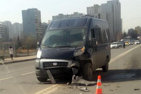 Пьяный водитель фургона устроил аварию возле ТЦ «Грин»
