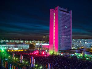 День города, лазерное шоу, салют, «Поющие сердца», «Лицей», рок-фестиваль, «Хитмэн: Агент 47», турнир по картингу