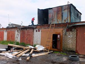 В Малино сгорела гаражная надстройка