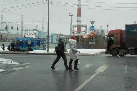Маршрутка вылетела на тротуар рядом с остановкой «Березка»