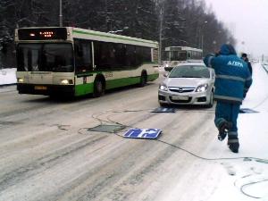 На Панфиловском проспекте на машину упали дорожные знаки