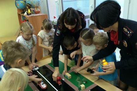 Зеленоградские дошколята встретились с инспекторами ГИБДД