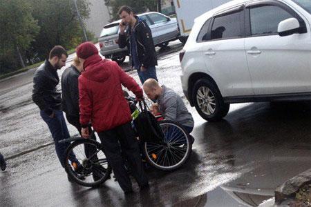 На Центральной площади таксист сбил ребенка на велосипеде