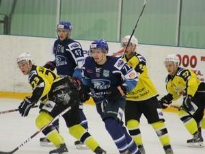 ХК «Зеленоград» дважды уступил по буллитам главному конкуренту