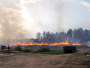 Крупный пожар в Поварово тушили с вертолета