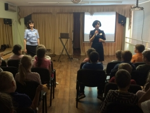 Инспекторы ГИБДД поздравили зеленоградских школьников с Международным днем защиты детей