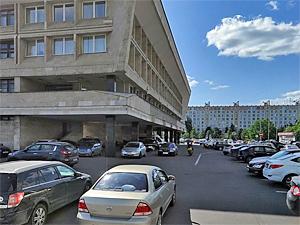 Установку шлагбаума на парковке у префектуры объяснили требованием ФСБ