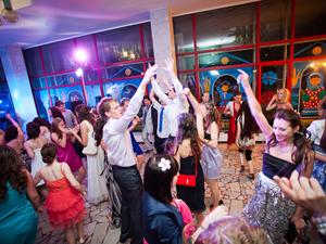 Почти 900 выпускников отправятся в рестораны и клубы
