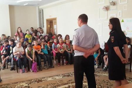 Зеленоградские полицейские поговорили со школьниками из летнего лагеря о безопасности на дорогах и на водоемах