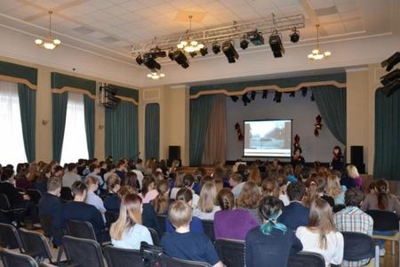 В преддверии каникул инспекторы ГИБДД встретились со старшеклассниками зеленоградских школ