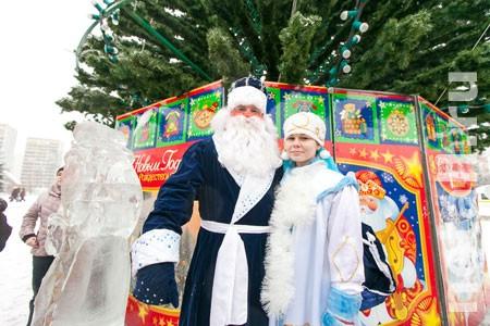 20 декабря на площадь Юности приедет Дед Мороз в волшебном автомобиле