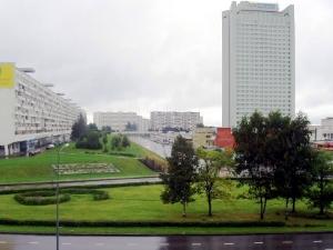 Через разделительный газон у префектуры проложат дорогу