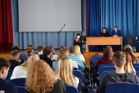 Инспекторы ГИБДД и комиссии по делам несовершеннолетних провели беседу со старшеклассниками школы 1353